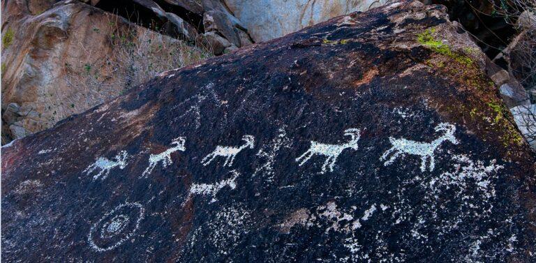 Pintura rupestre no Grapevine Canyon, no estado de Nevada, Estados Unidos.